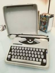 Máquina De Escrever Hermes Baby *** Revisada *** Perfeita