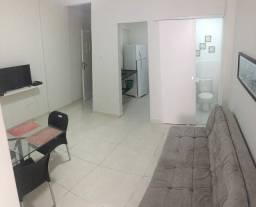Copacabana - Alugo Quarto e Sala Reformado e Mobiliado; Vista Lateral Mar !!!