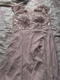 Vendo um vestido longo de renda ,um conjunto de saia e blusa social,,
