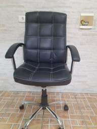 Cadeira semi nova com pistão novo  na garantia.