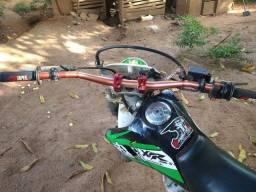 XR 230 para trilha