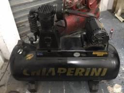 Compressor de ar Chiaperini W20/60SD 20 pes 200 litros 5 HP 220V/380V Bifásico/Trifásico