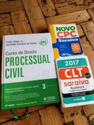 Livro e códigos de Direito