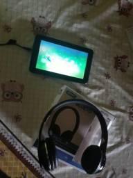 Tablet e fone de ouvido sem fio