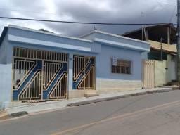 Casa à venda com 4 dormitórios em Centro, Três marias cod:681