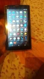 Vendo um tablete celular da marca HOM