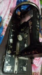 Máquina de costura relíquia  antiga