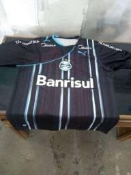 Camisas do Grêmio e boné