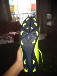 Chuteira Nike semi nova