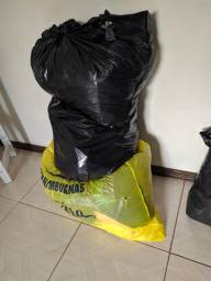 Vendo lote de 3 sacos de roupa
