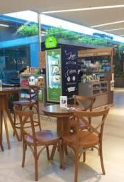 Lindo quiosque de alimentação saudável com cafeteria no maior shopping