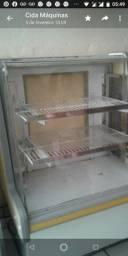 Vendo masseira 7k rápida e vitrine de torta com duas serpentina vidro laterais.
