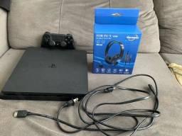 PlayStation 4 Slim com 4 Jogos e 30 dias de PS Plus
