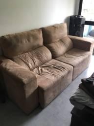Sofá de 2 lugares com espaço para 3
