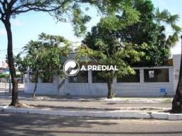 Casa na Avenida Jovita Feitosa, em área comercial de grande movimentação e valorização.
