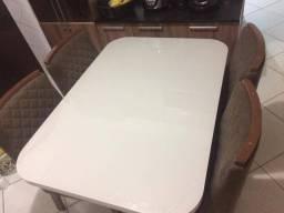 Mesa Sala de Jantar com 04 Cadeiras