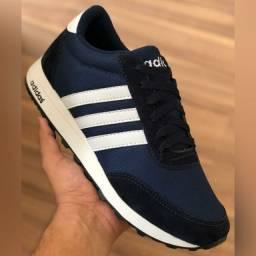 Tênis Adidas Azul escuro com listras brancas