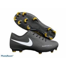 Chuteiras Nike Preta