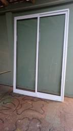 Título do anúncio: Porta de vidro com alumínio