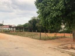 Terreno Cel Borges com uma estrutura iniciada
