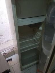 geladeira em ótimo funcionamento