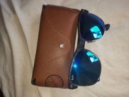 Óculos RAY-BAN.