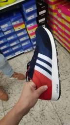 Tênis Adidas vermelho com Azul