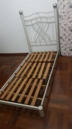 Cama de ferro solteiro