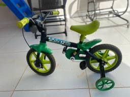 Bicicleta aro 12 - novíssima menino