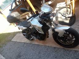 Vendo uma moto BMW f800R.