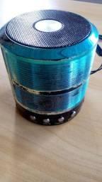 caixinha de som azul marca grasep, radio e entrada de pendrive,