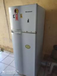 Vende-se uma geladeira defeito no motor para retirada de peças