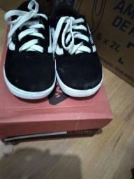 Vendo Lotinho de sapatos  n 24 n 25 usado  2 vezes