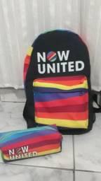 Mochila e estojo do Now United com brinde (garrafa do Now United)