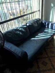 Conjunto de sofás e mesa de centro