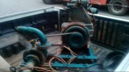 Motor com bomba d'agua