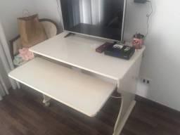 Mesa para computador - Escrivaninha