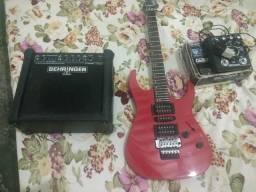 Guitarra, cubo e pedaleira semi novos