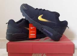 Tenis da Nike Black com Dourado tope novo