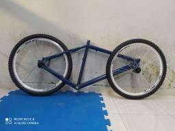 Quadro e pneus de bicicleta