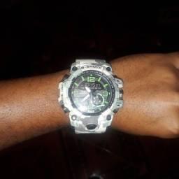 G shock usado ja relógio muito pra gosta tipo assim ele digital também e normal