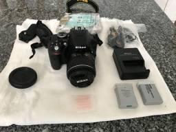Câmera Nikon D3300 com diversos acessórios