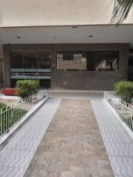 Aptº 2q, condomínio fechado, R. André Rocha nº372
