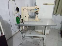 Máquina de coluna de costura.
