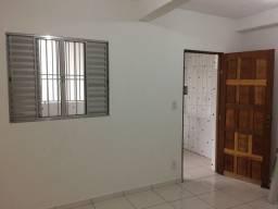 Aluga-se Casa em Ferraz De Vasconcelos