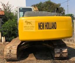 Escavadeira New Holland E215 B - Ano 2011 -<br><br>