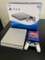 PlayStation 4 slim / 500gb / + FIFA 20