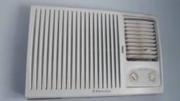 Ar-condicionado 18000 BTUs Eletrolux 200v Classe A