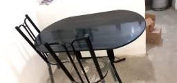 Mesa quatro cadeiras nova com um mês de usa