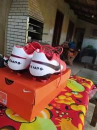 Vendo ou troco chuteiras Nike de campo uma Phantom e uma tiempo ou troco